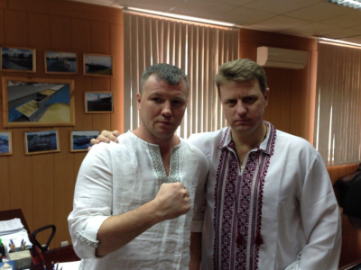 Наши рубахи носят чемпионы :) Андрей Гоголев (слева), чемпион мира по боксу 2001 год