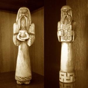 Кумиры: Домовой Хозяюшко и Бог Род. Мастеру здравия и добра в достатке!
